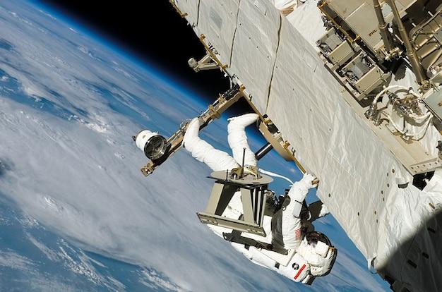 Chodzić odzież ochronną przestrzeń zużycie astronauta