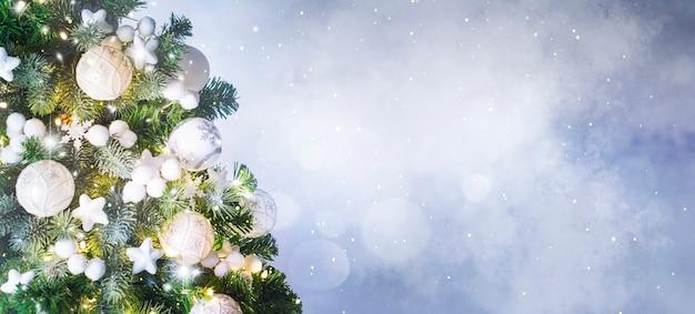 Choinka i ozdoby świąteczne