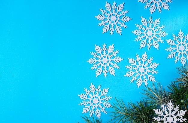 Choinka i płatki śniegu