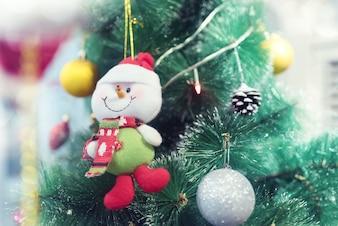 Choinka i Santa Claus lala na bokeh tle