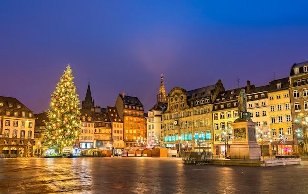 Choinka na place kleber w strasburgu we francji