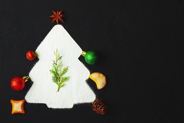 Choinka wykonana z imbirowych ciasteczek i dekoracji