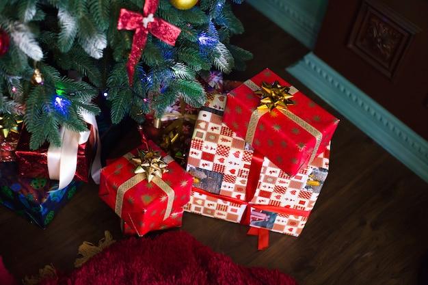 Choinka z prezentami