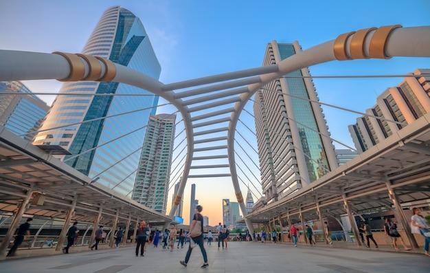 Chong nonsi skywalk na stacji skytrain (bts) na silom line