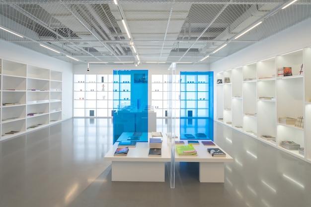 Chongqing, chiny, 2 stycznia 2021: wnętrze biblioteki muzeum sztuki chongqing