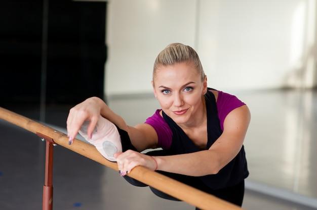 Choreograf ćwiczy taniec