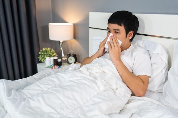 Chory kicha w tkankę leżącą w łóżku