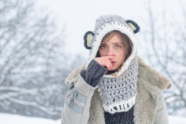 Chory zimą. zimna grypa w sezonie zimowym, katar