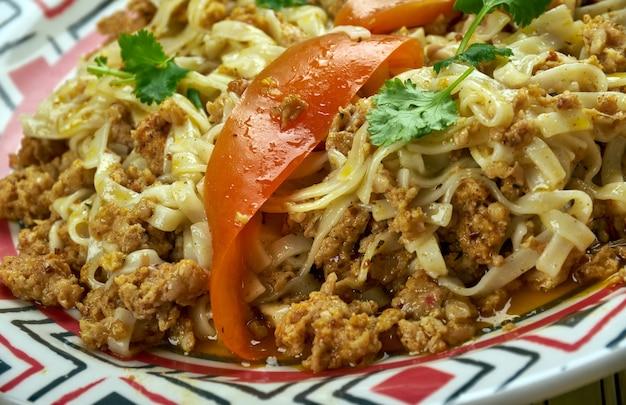 Chozma lagmon, qovurma, smażony lagman, kuchnia ujgurska