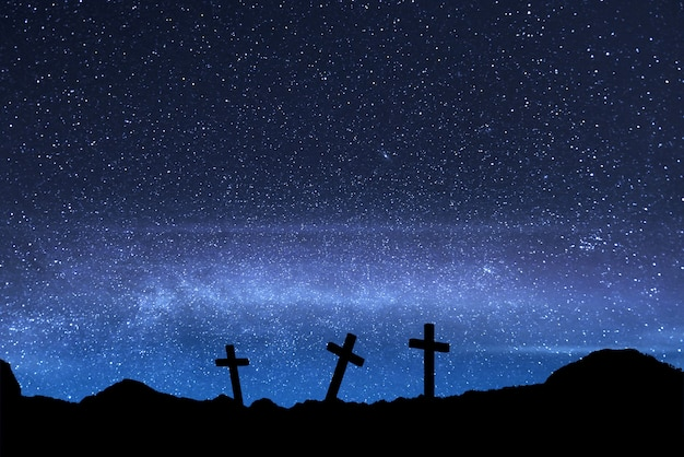 Christian cross na boisku