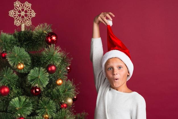 Christmas boy w średnim strzału