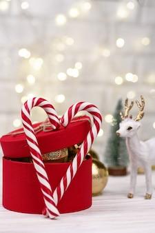 Christmas gift box czerwone ozdoba z sercem candy canes