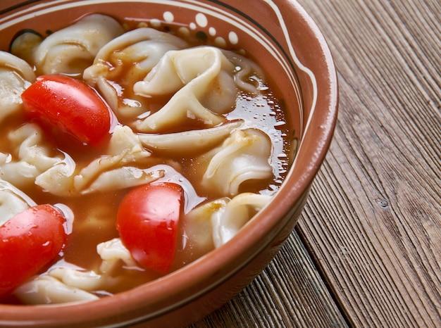Chuchvara bardzo mały knedel typowy dla kuchni uzbeckiej.