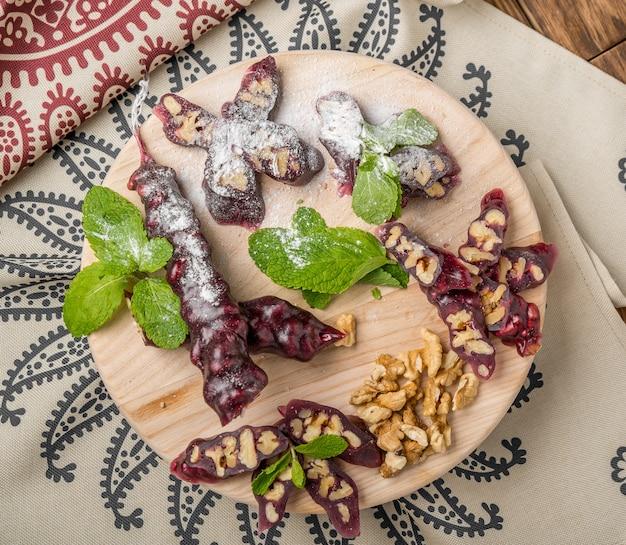 Churchkhela, gruzińska słodycz z soków i orzechów