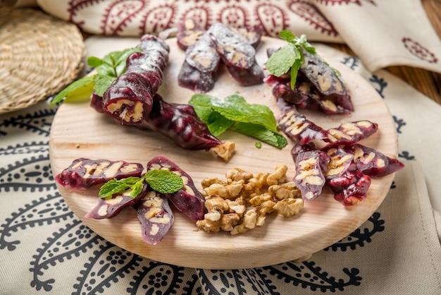 Churchkhela, gruzińska słodycz z soku i orzechów