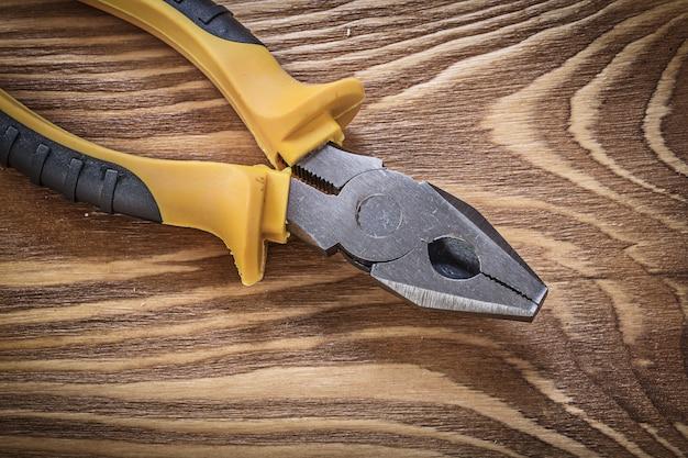 Chwytaki na drewnianej desce, bezpośrednio nad koncepcją konstrukcyjną