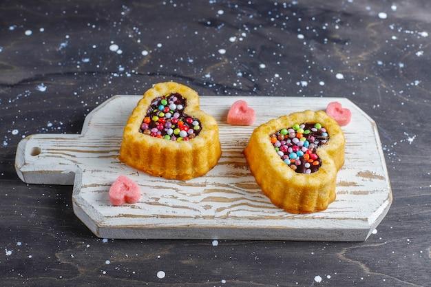 Ciasta w kształcie serca na walentynki.