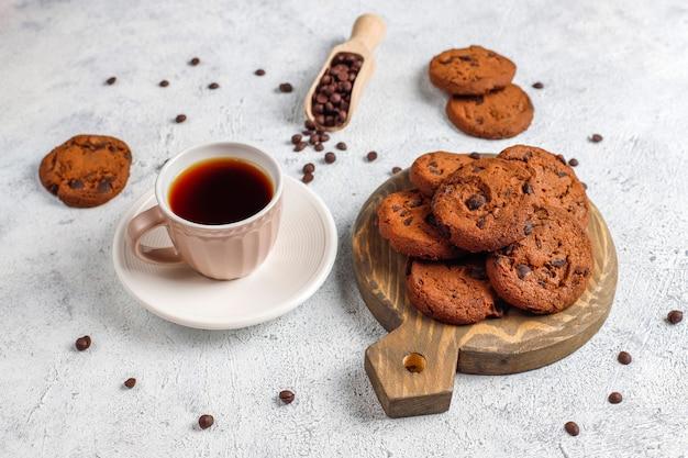 Ciasteczka bezglutenowe z kawałkami czekolady.