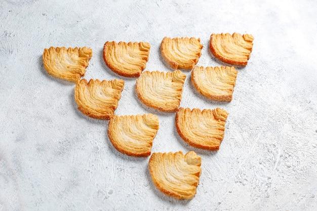 Ciasteczka francuskie w kształcie choinki.