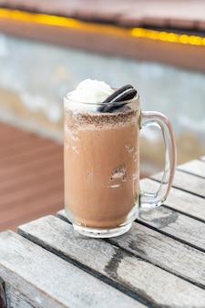 Ciasteczka i mleczny koktajl czekoladowy