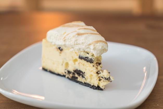 Ciasteczka i tort z sera śmietanowego