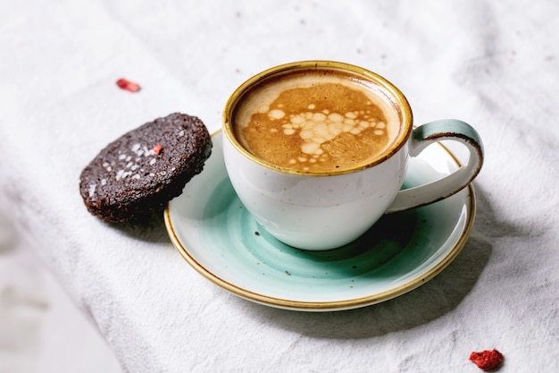 Ciasteczka solone z ciemną czekoladą