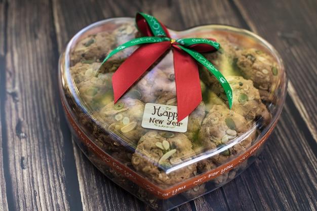 Ciasteczka w pudełku w kształcie serca w nowy rok