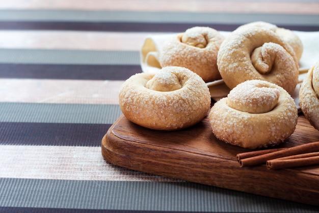 Ciasteczka z cukrem ślimakiem i cynamonem