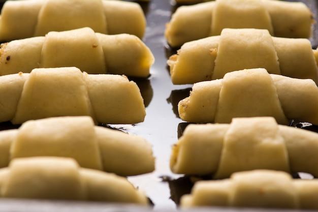 Ciasteczka z orzechami włoskimi, orientalne słodycze zapiekane mutaki