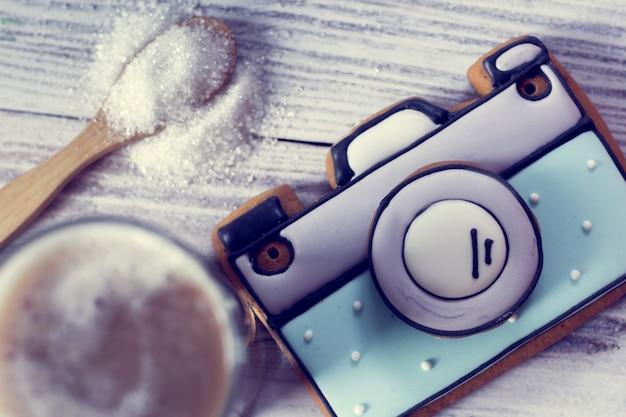 Ciasteczko artystyczne w postaci kamery i kawy
