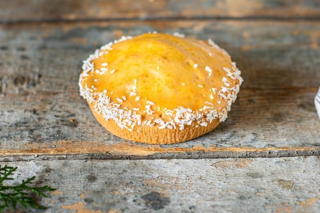 Ciasto biszkoptowe nadzienie jagodowe ciasto domowe słodka tarta deserowa