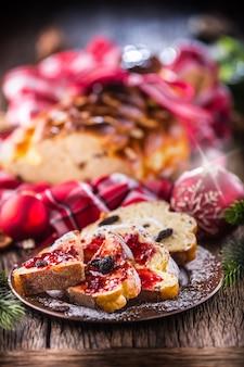 Ciasto bożonarodzeniowe vianocka słowackie lub wschodnioeuropejskie tradycyjne ciasto