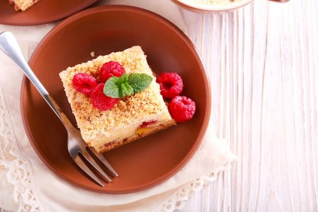 Ciasto brzoskwiniowe i malinowe