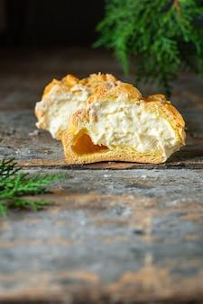 Ciasto choux kremowe nadzienie mascarpone, krem waniliowy domowe ciasto eclair shu