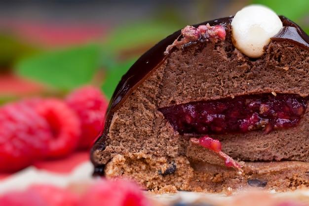 Ciasto czekoladowe z nadzieniem malinowym