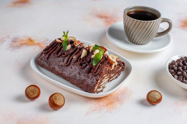 Ciasto czekoladowo-biszkoptowe mozaika