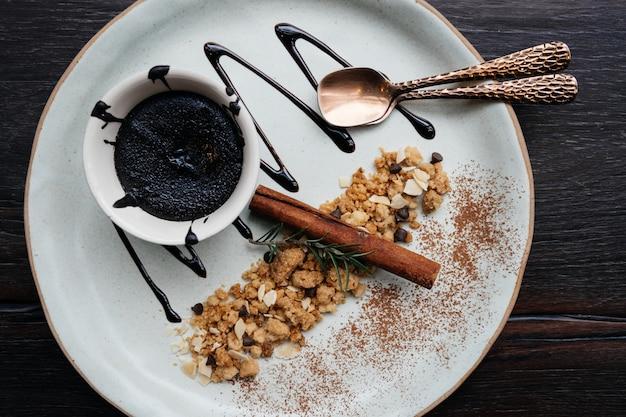 Ciasto czekoladowo-lawowe