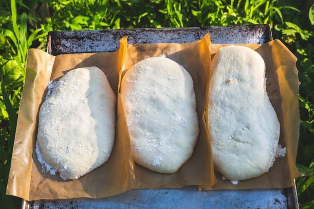 Ciasto garujące na ciabattę. naturalne ciasto na chleb