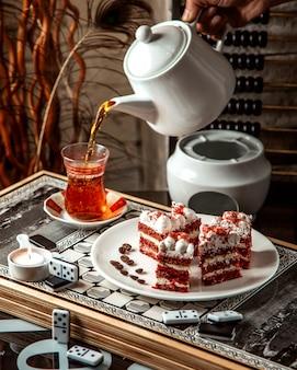 Ciasto jagodowe z widokiem na herbatę