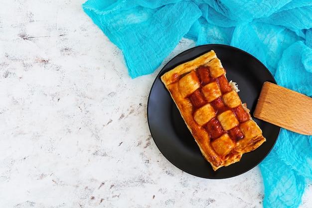 Ciasto kiełbasowe w cieście francuskim