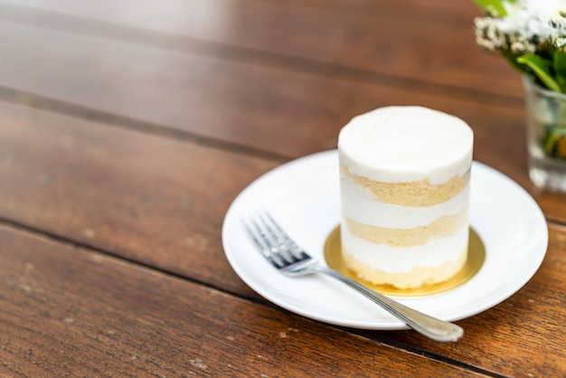 Ciasto kokosowe na talerzu