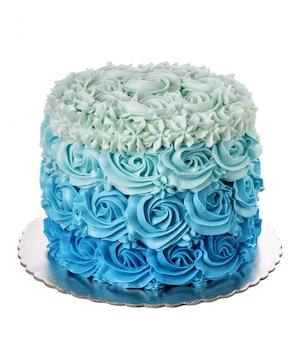 Ciasto kremowe o niebieskich odcieniach ulega degradacji. na białym tle.