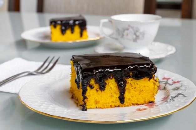 Ciasto marchewkowe z polewą czekoladową na popołudniową przekąskę