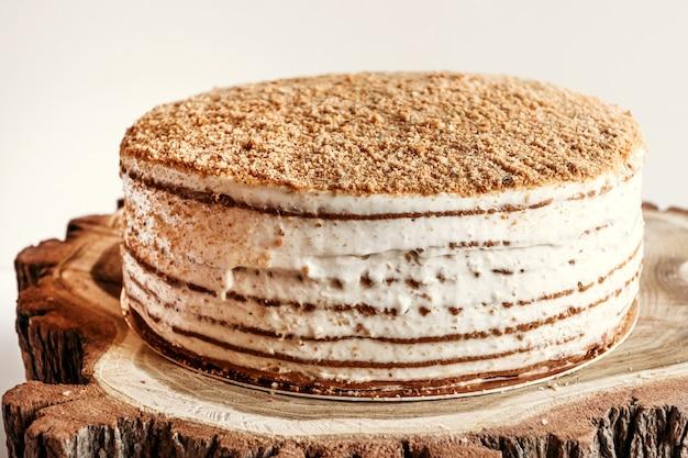 Ciasto miodowe ze śmietaną.