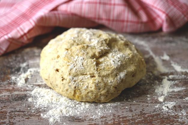 Ciasto na chleb lub pizzę.