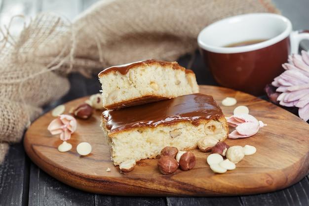 Ciasto na starym drewnianym
