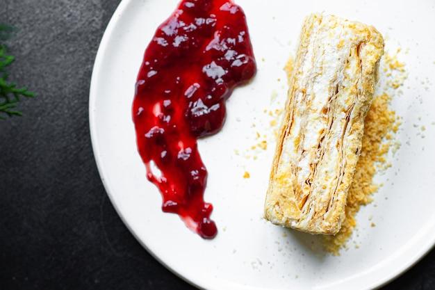 Ciasto napoleon ciasto francuskie millefeuille i krem maślany deser słodki kawałek