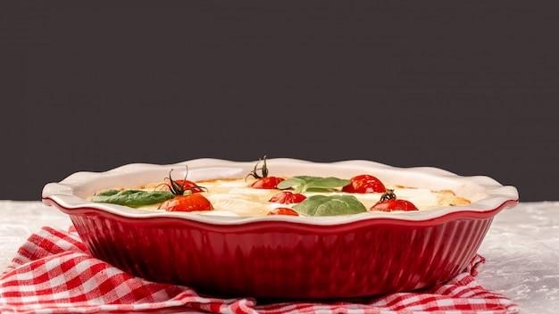 Ciasto otwarte ze szpinakiem i pomidorami cherry
