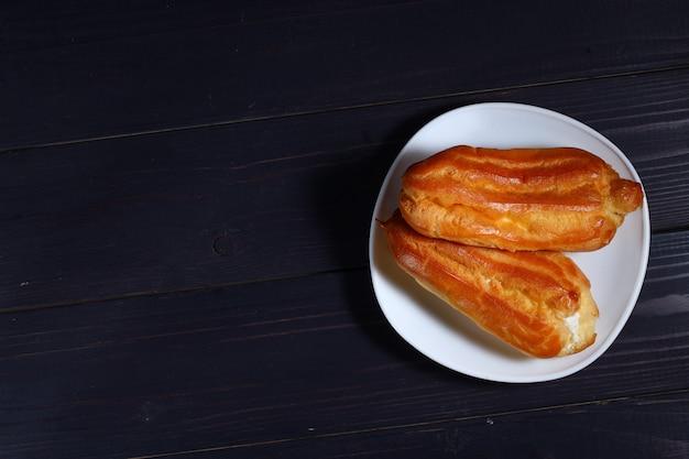 Ciasto parzone z bliska na ciemno