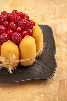 Ciasto prezentowe z owocami po prawej stronie tabeli kolorów mieszanych